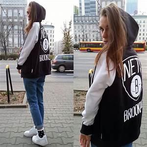 Anna K - Adidas Sweatshirt Topshop Mom Jeans Topshop Socks Nike Sneakers - Adidas girl   LOOKBOOK