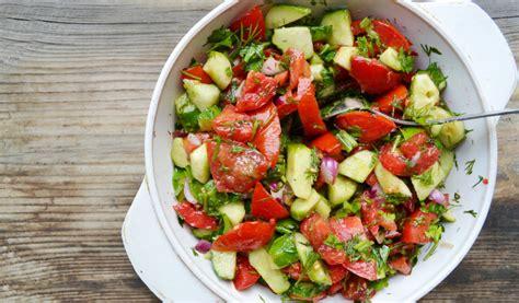 Receptes.lv - Gurķu un tomātu salāti serbu gaumē