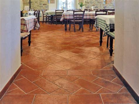 pavimenti finto cotto pavimento in gres porcellanato smaltato effetto cotto