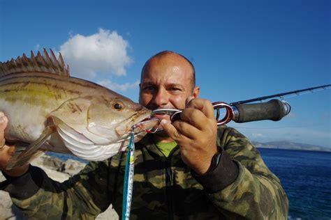 fish grip lip evil grouper