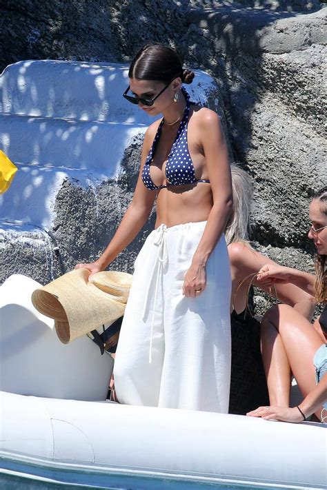 Emily Ratajkowski and Gigi Hadid spotted in bikini on a ...