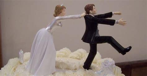 cringe worthy wedding cake fails
