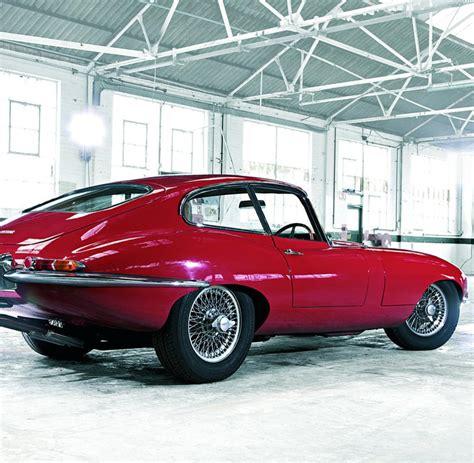 oldtimer testfahrt mit dem jaguar  type baujahr  welt