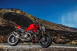 Ducati Monster 1200s : bike 2014 ducati monster 1200 and 1200 s ~ Medecine-chirurgie-esthetiques.com Avis de Voitures