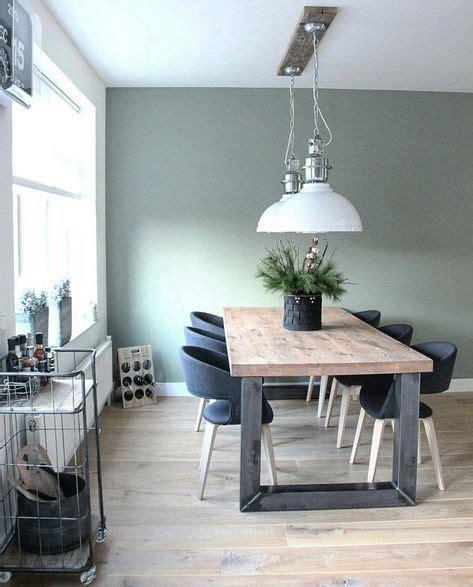 sfeervolle eetkamer met een mooie vloer en inrichting