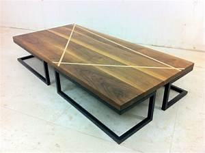 Couchtisch Metallgestell Holzplatte : couchtisch massivholz modelle von wohnzimmertischen aus holz ~ Frokenaadalensverden.com Haus und Dekorationen