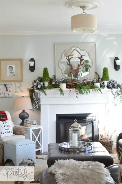 canadian bloggers home  red plaid cottage christmas