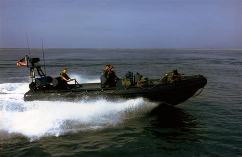 Boat Driving Into Helicopter by Navy Swcc The Navy S Elite Boat Warriors Navy Seals