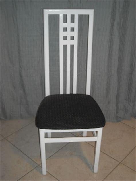 comment repeindre une chaise en bois vernis repeindre des chaises et meubles en bois vernis comment 25 messages page 2