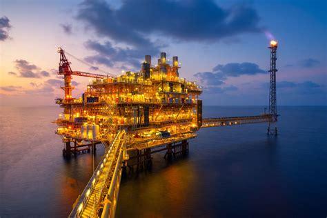 average costs compare   oil drilling rigs