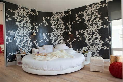 chambre a coucher avec lit rond maison d architecte par dupuis design en californie