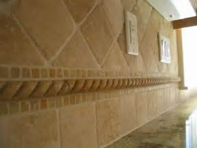 Travertine Kitchen Backsplash Ceramic Instead Of Travertine This Backsplash Of Imperial Travertine Features Tumbled 4x4