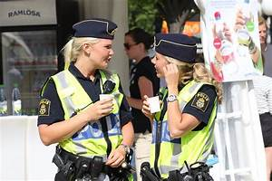 Video-3 Swedish female police officers try to arrest a man ...
