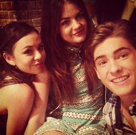 Janel Parrish (Mona), Lucy Hale (Aria) and Cody Christian ...