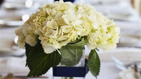 tips  picking wedding centerpiece wedding flowers