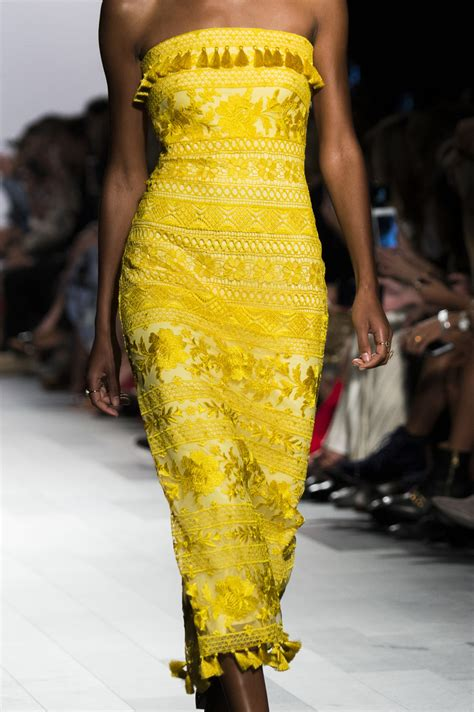 Tadashi Shoji at New York Fashion Week Spring 2018 - Livingly