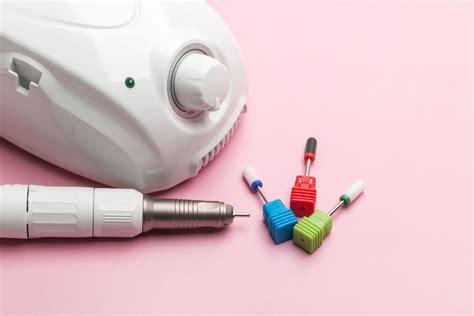 Как выбрать правильную лампу для маникюра — советы в журнале маркета
