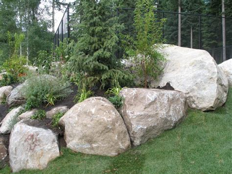 using boulders in landscaping boulders