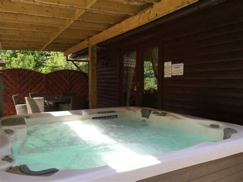 luxury lodges with tubs 5 superlodge hugew tub picture of lomond