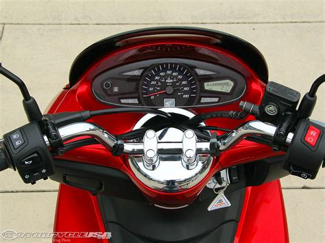 Honda Pcx Hd Photo by 2011 Honda Pcx 125 Ride Photos Motorcycle Usa