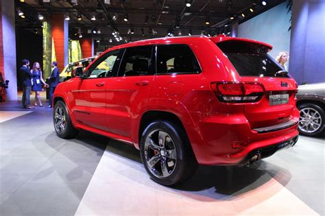 jeep grand cherokee srt red 2015 jeep grand cherokee srt red vapor edition debuts in paris