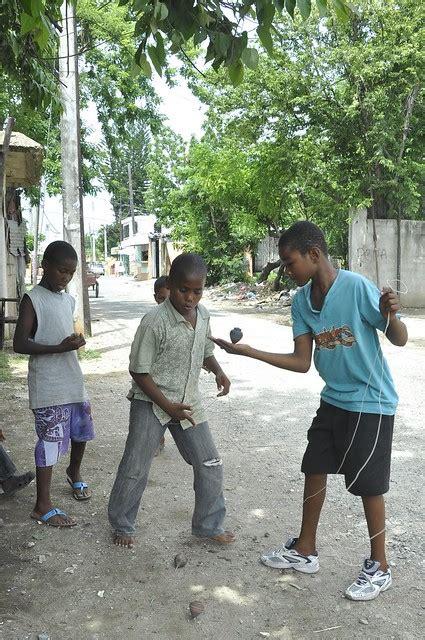 Negocios en república dominicana somos el primer portal domincano especializado en la agrupación de páginas web de negocios de nuestro país, para publicitarlos a nivel mundial a través de internet. Juegos tradicionales dominicanos - Bailando trompo
