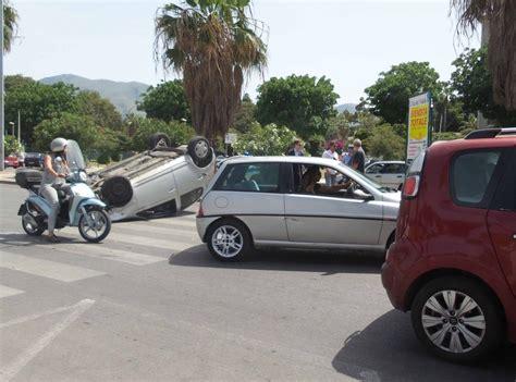 si e auto boulgom incidente a palermo auto si ribalta al foro italico tre