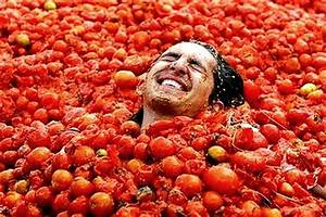 La Tomatina U2019 The Worldu2019s Oldest Food Fight Returns To