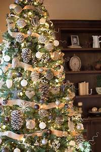 decorated christmas tree 3 tips to make a tree look