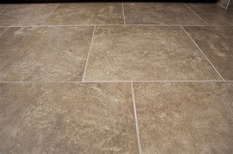 Recommended Pattern Offset For 18x18 Tile On Bathroom