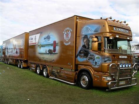 camion decore a vendre camion decore de chimpanze061