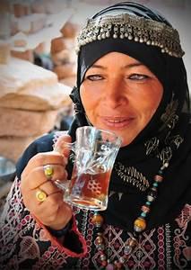 Jordan | Bedouin woman drinking tea. Petra | ©Joel ...