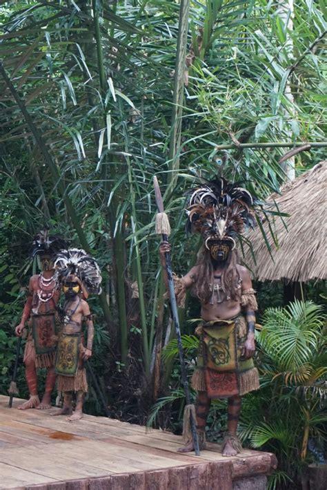 menilik kampoeng primitif banyuwangi  unik  kreatif