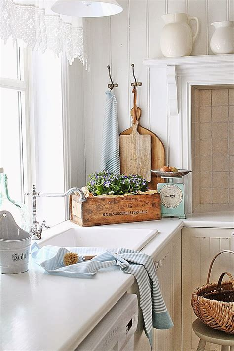 23 Charming Cottage Kitchen Design and Decorating Ideas