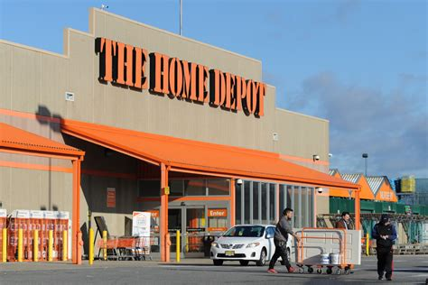 Home Deoot by Home Depot Bucks Sluggish Retail Trends