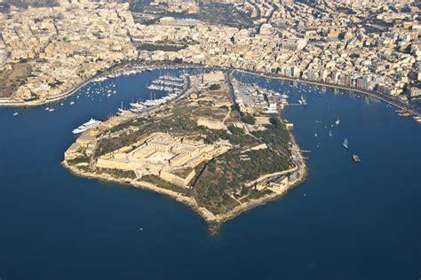 bureau de change island malta manoel island yacht marina