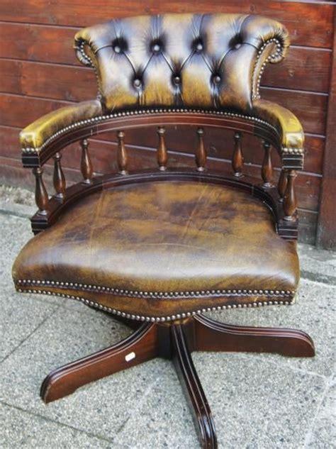 cuir pour bureau ancien superbe fauteuil de type capitaine chesterfield en cuir