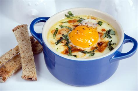 cuisiner oeuf cuisiner les restes oeufs cocotte 28 images oeuf