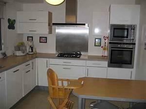 best cuisine blanche mur gris et rouge ideas With cuisine grise et rouge