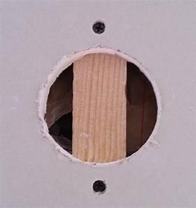Reboucher Trou Mur Placo : reboucher un trou dans du placo fait la scie cloche ~ Melissatoandfro.com Idées de Décoration