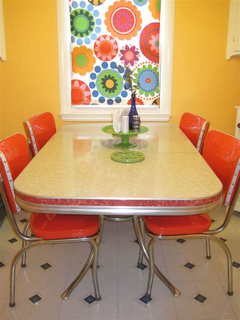 Melissa Diy Refinishes And Reupholsters Her 1950s Dinette