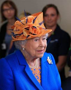 Queen visits Manchester children's hospital to thank staff ...