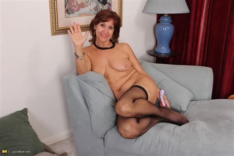 Horny American Housewife Getting Ready For Sex