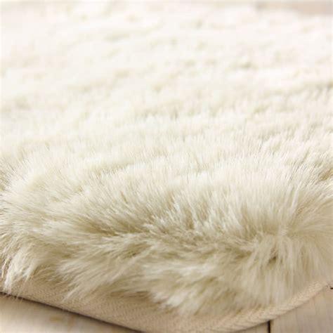 white fluffy rug white fluffy carpet