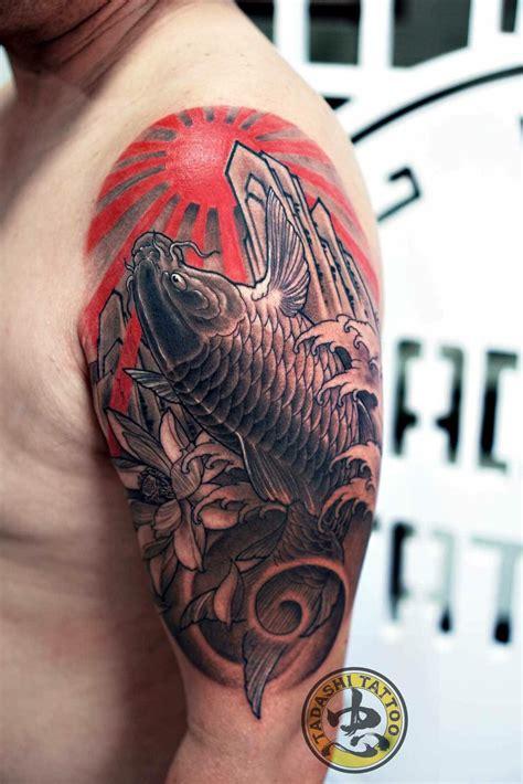 Tô vẽ hình xăm theo đường viền sẵn có. 40 Hình Xăm Cá Chép Mặt Quỷ đẹp kín tay, lưng và ý nghĩa