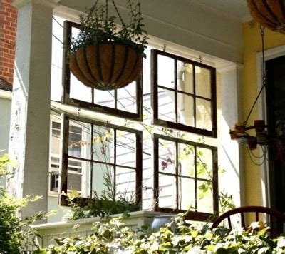 ide manfaatkan pintu  jendela bekas jadi partisi