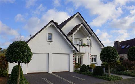 einfamilienhaus mit doppelgarage modernes einfamilienhaus mit doppelgarage in heek