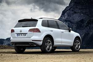 Ww Touareg : vw prices facelifted touareg from 52 125 in germany reveals r line packages carscoops ~ Gottalentnigeria.com Avis de Voitures