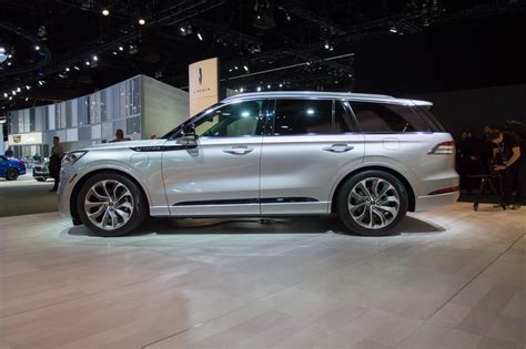 lincoln aviator offers slightly  fuel economy