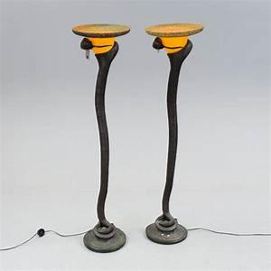 Art Deco Stil : golvlampor ett par patinerad metall art deco stil 1900 talets slut bukowskis ~ A.2002-acura-tl-radio.info Haus und Dekorationen